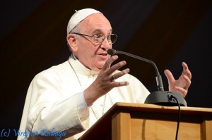 (Vatican Radio) Pope Francis spoke about his recently concluded trip to Africa during his weekly general audience on Wednesday.